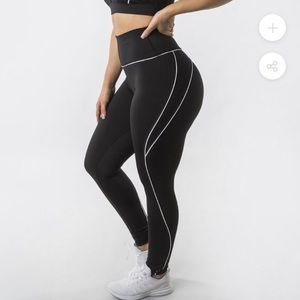 BUFFBUNNY Collection black and white line leggings